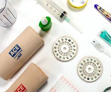 Diverse medische hulpmiddelen d.m.v. tampondruk bedrukt